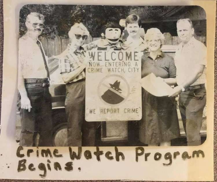 Vidor's First Crime Watch Group - L to R: Chief Butch Reynolds, Unknown, Officer Ollie, Officer Ken Ray, Unknown, Archie Smith